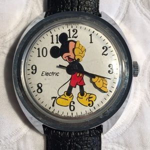 VERY RARE VINTAGE MICKEY MOUSE ELECTRIC WATCH.